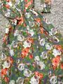 Серое длинное платье в пол с яркими цветами